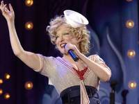 BETTE MIDLER