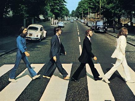 Le piano des Beatles sur la touche